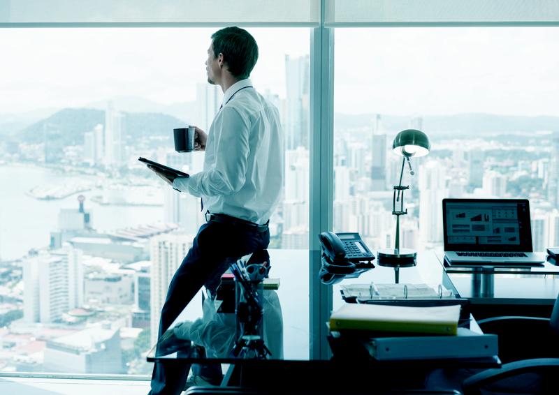 Sein eigener Chef sein: Haben Sie schon einmal mit dem Gedanken gespielt, ein eigenes Unternehmen zu gründen? Viele träumen davon, scheuen aber die einhergehenden Risiken. Doch es lohnt sich: Sie haben die Chance sich und Ihre Idee selbst zu verwirklichen gepaart mit flexibleren Arbeitszeiten. Sie können bestimmten, mit wem Sie zusammenarbeiten möchten und mit wem nicht. Falls Sie eine zukunftsträchtige Idee haben, wagen Sie den Karriereschritt!
